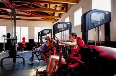 Tómese su tiempo para refrescar en el gimnasio.